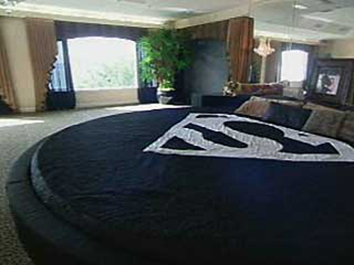 This is Shaq's bed shown in an episode of MTV's Cribs. There are no funny  camera angles or editing here, it's enormous. The former star NBA  playerhimself ...